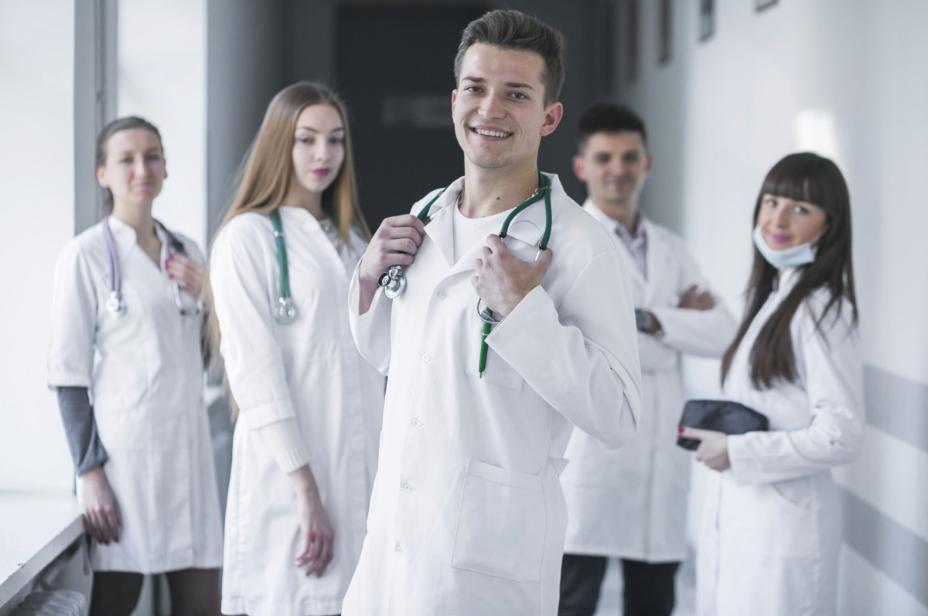 odzież sdla lekarzy i pielęgniarek