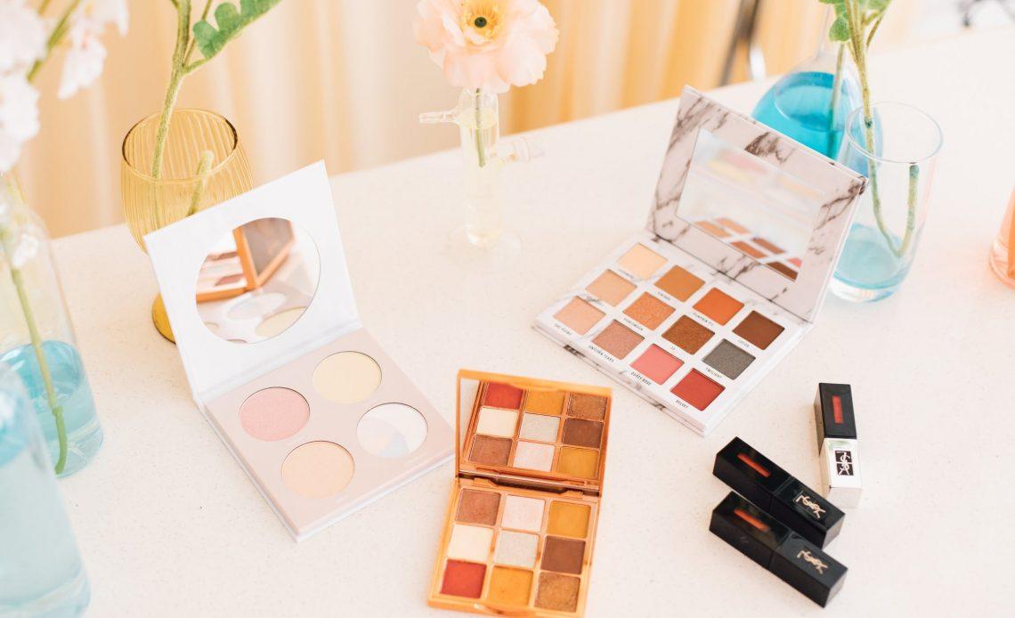 Kolorowe kosmetyki na prezent