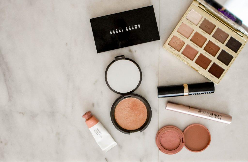 Kolorowe kosmetyki w prezencie – 5 sprawdzonych pomysłów